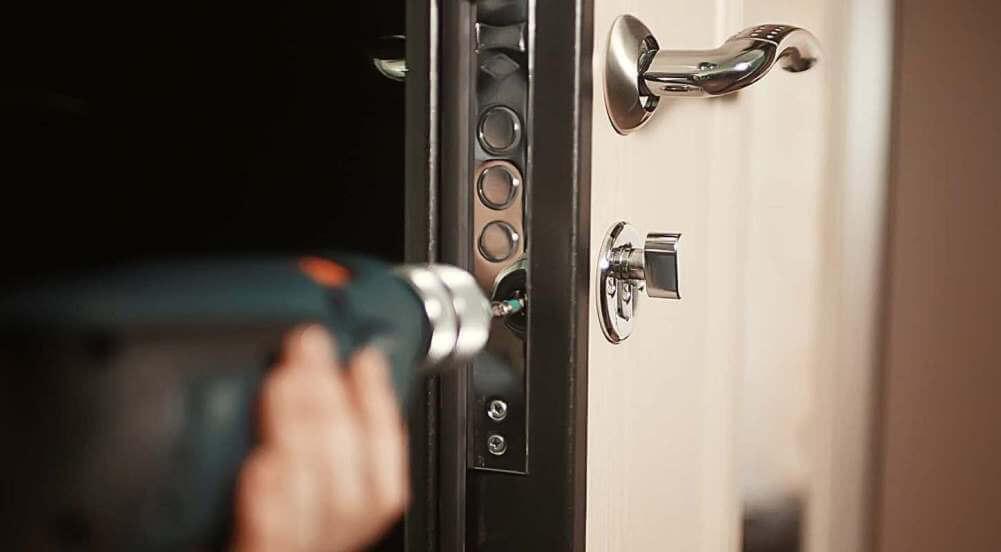 Как вскрыть дверь в Набережных Челнах?